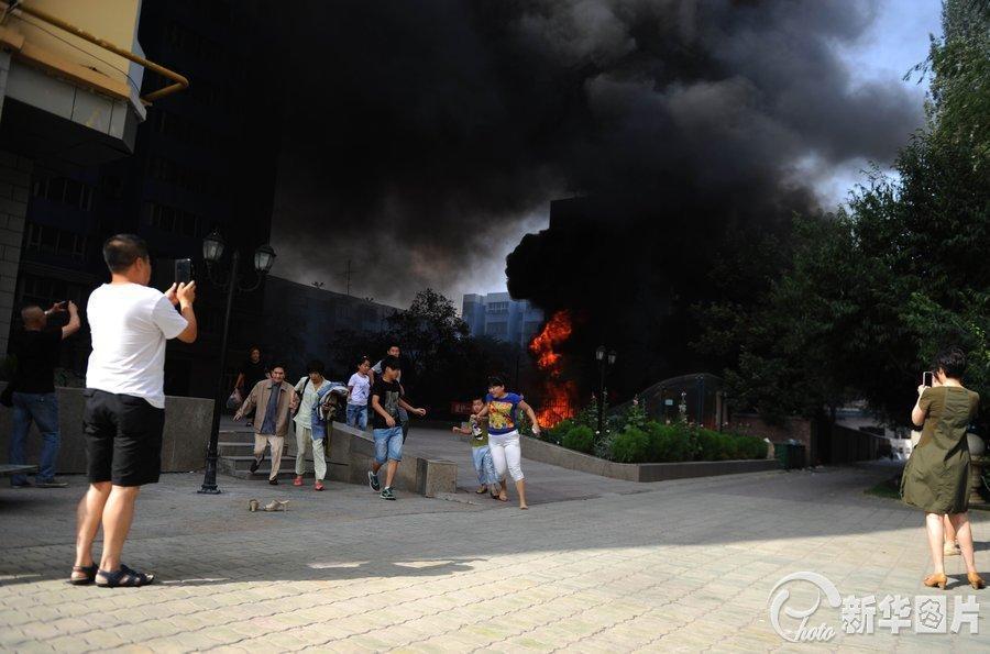 京东城光明路一住宅楼发火灾 无人员伤亡