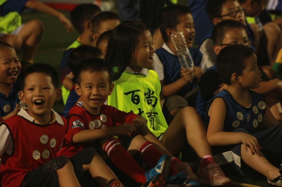 6岁小孩踢几号的足球?-儿童用几号足球 _儿童