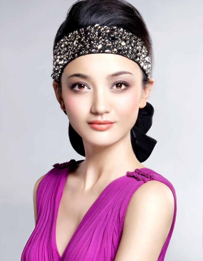 《简爱》女主角朱杰圣诞妆容写真