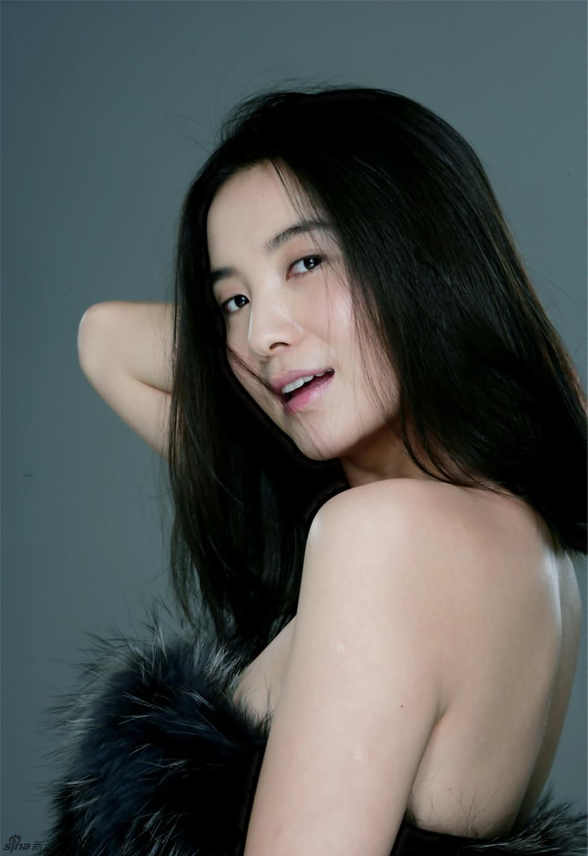 小宋佳最新裸妆写真