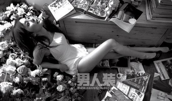 杨幂拍摄《男人装》写真 酥胸半露显性感