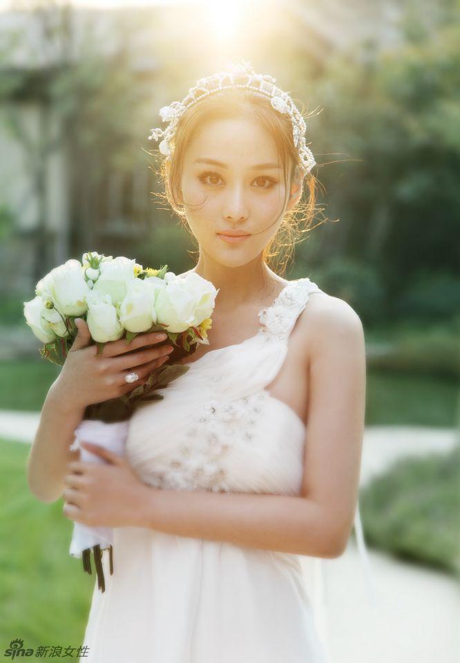 张馨予娇艳如花