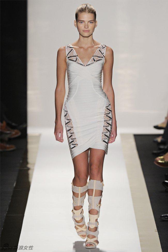 荷芙妮格 (herve leger) 2012春夏女装秀   荷芙妮格 (herve leger) 的招牌绑带裙,一贯散发着些许危险和权力的意味;设计师麦克斯·阿兹利亚 (max azria) 和露波弗·阿兹利亚 (lubov azria) 则乐于发扬的这图片