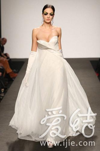 "quot;世界最长的婚纱""进入吉尼斯世界纪录的意大利婚纱品牌"