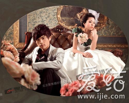 聚焦婚纱摄影这套巴洛克风格婚纱照呈现出奢华高贵感,镜头中的新