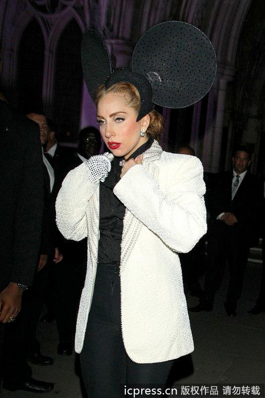 Lady Gaga百变造型玩转伦敦时装周