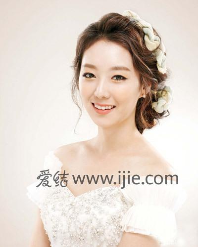 韩式新娘造型中发型多以盘发编发为主,妆容则以裸妆为主.(图片/图片