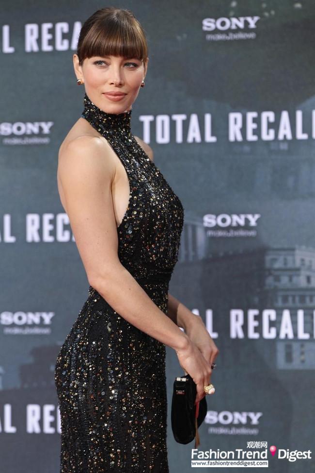 时尚生活 >> 正文   拖地长裙是杰西卡·贝尔jessica