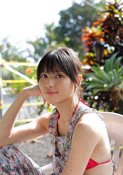 日本女星矢岛舞美夏日风情写真 温婉性感