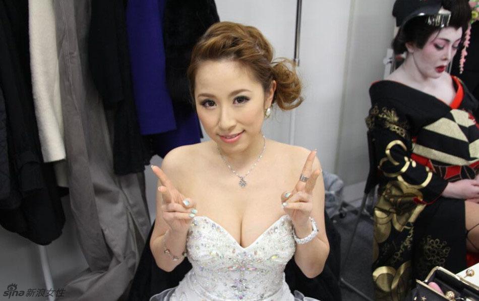 日本成人录像带作品大奖 纱仓真菜获得女优大