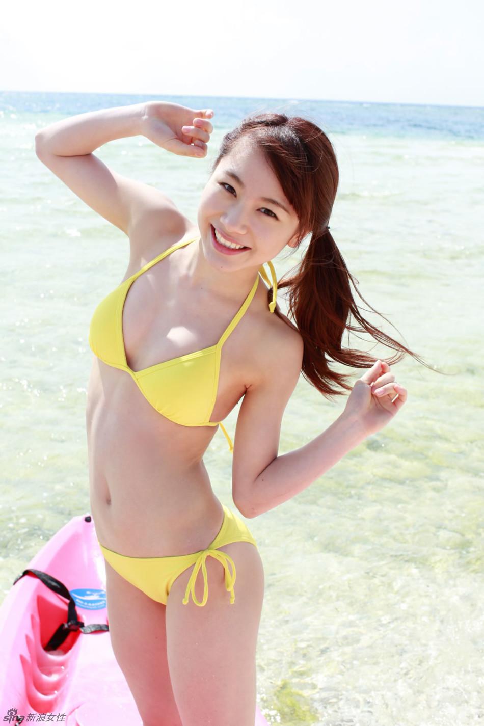 日本97年萌妹石田亚佑美泳装写真 清纯性感