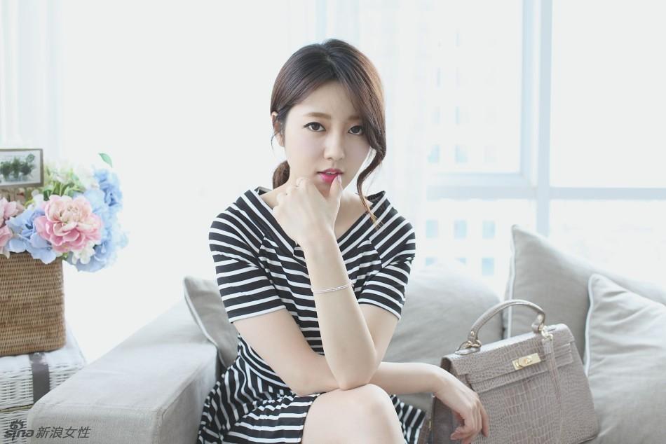 韩国美女车模BoMi清新写真 性感迷人