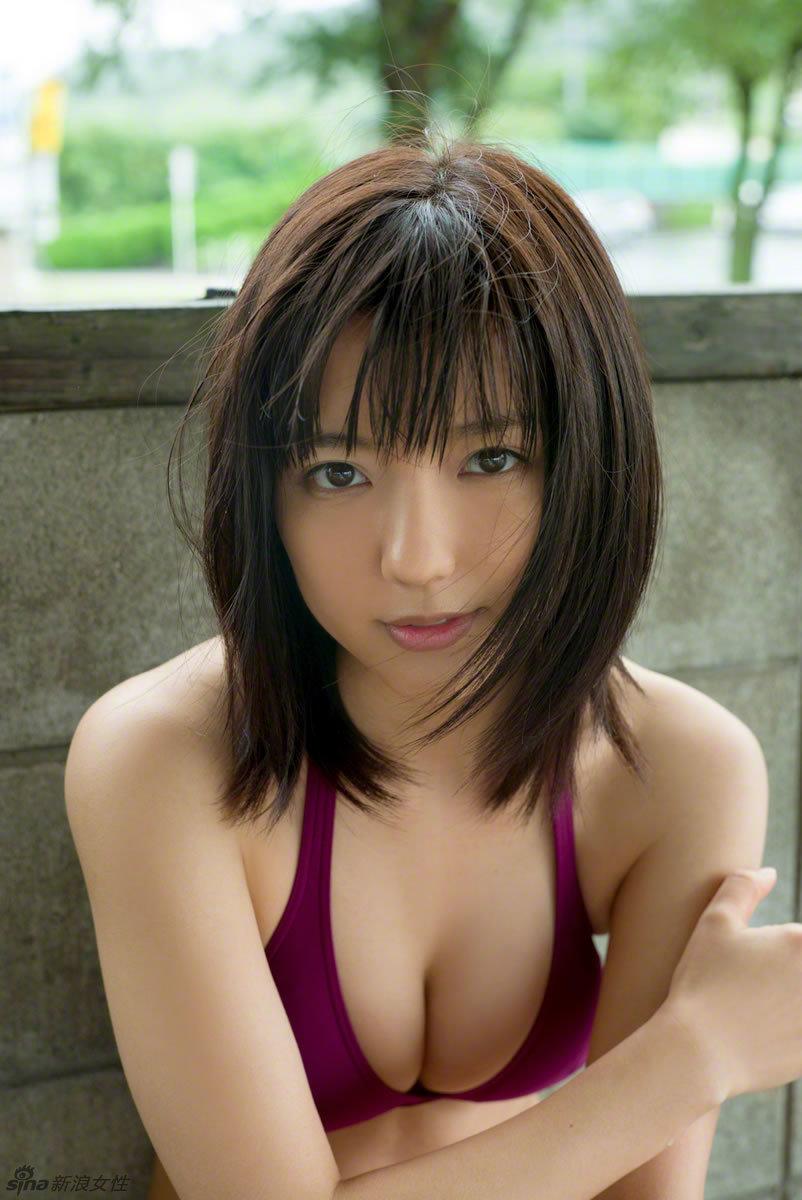 日本人气少女真野恵里菜夏日写真 性感娇美