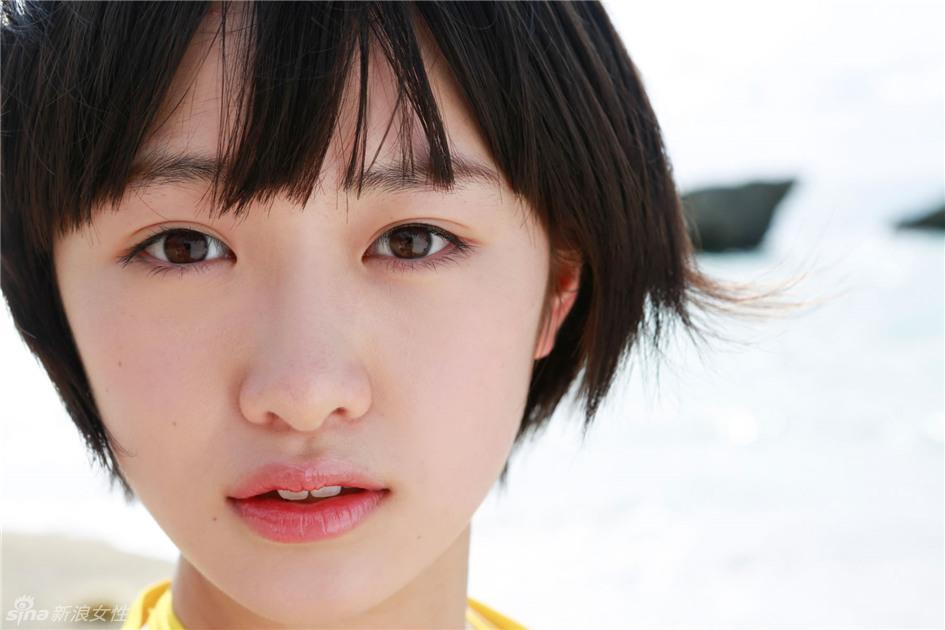 日本女团偶像短发虎牙清纯可爱 家有萌妹初长成