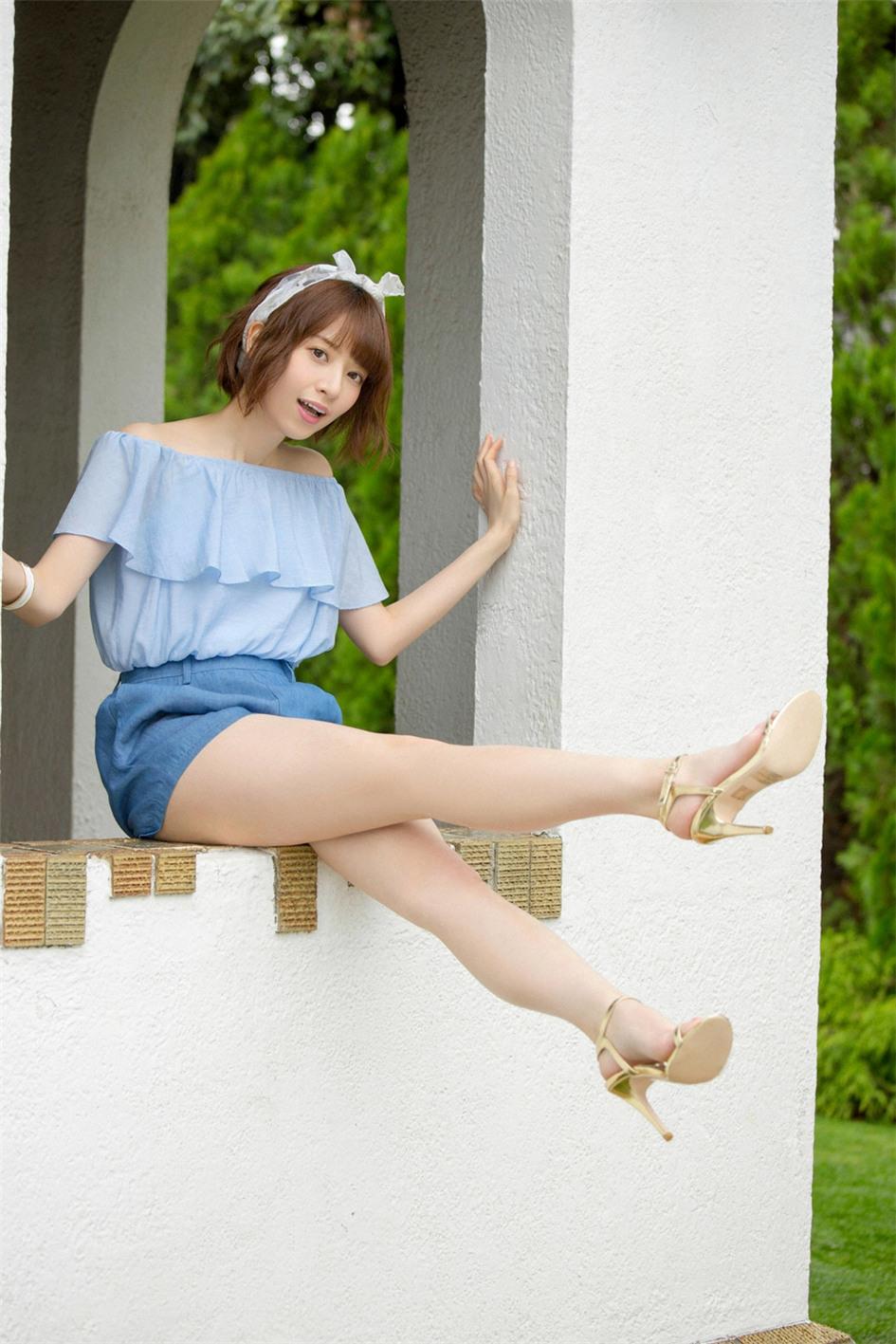 日本空灵美少女桥本奈奈未白裙写真如小精灵