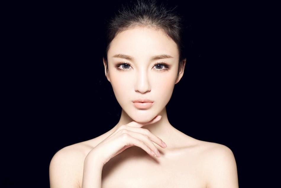 刘雨欣张檬上演狗血大战 写真盘点谁更美?