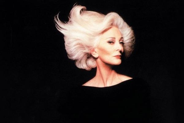 84岁超模银发气质优雅