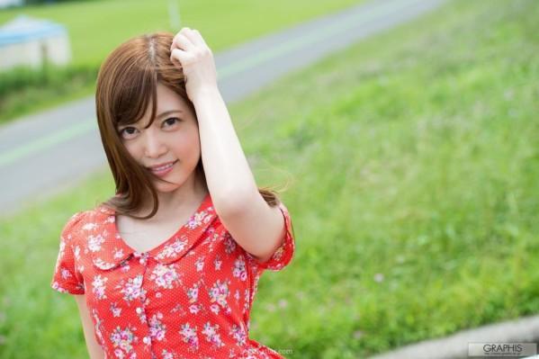 日本人气女优魅惑红裙