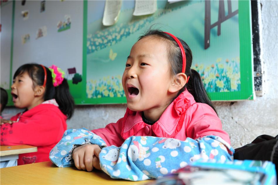 幼儿园活动孩子试吃