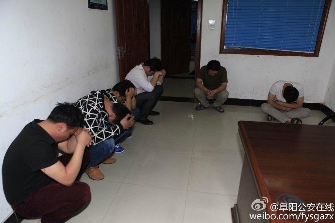 直击扫黄现场 阜阳警方抓获多名涉黄人员图片