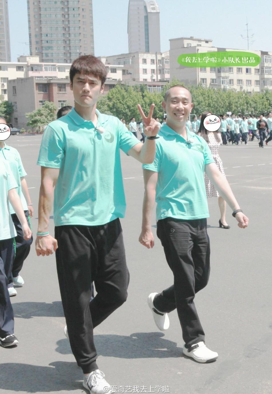 """我去上学啦"""".帅哥美女穿上校服,和师大附中的学生们一起上课一图片"""