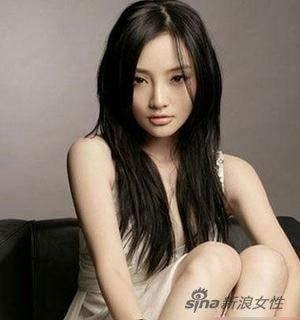 《天浴》是李小璐第一部真正担任女主角的作品,在片中李小璐激情