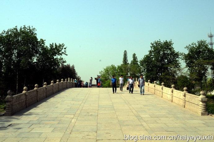 我国古代石拱桥的杰出代表是举世闻名的河北省赵县的赵州桥,又称安