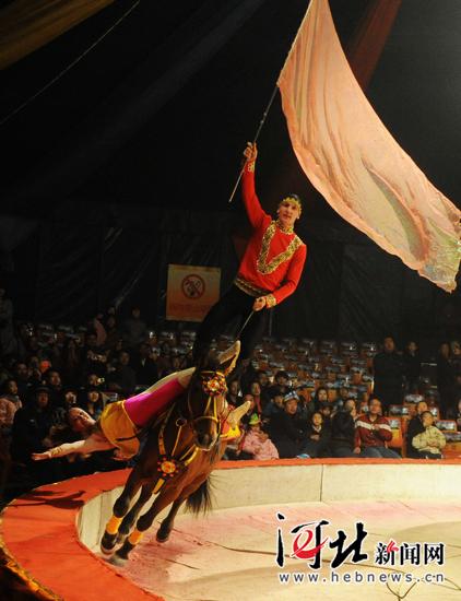 哈萨克斯坦的马术表演《沙皇铁骑》-吴桥杂技节马戏石家庄热闹开场
