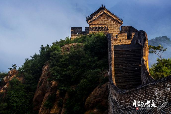 """距北京市区130公里.爱国将领戚继光主持修筑,有""""万里长城,金高清图片"""