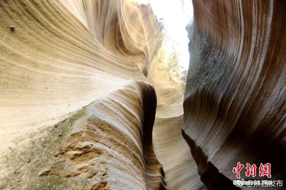 陕北甘泉峡谷的地质景观