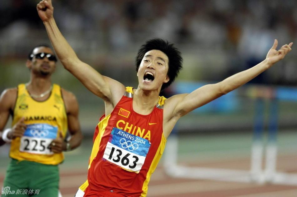雅典奥运会,夺冠后在赛场上 飞翔