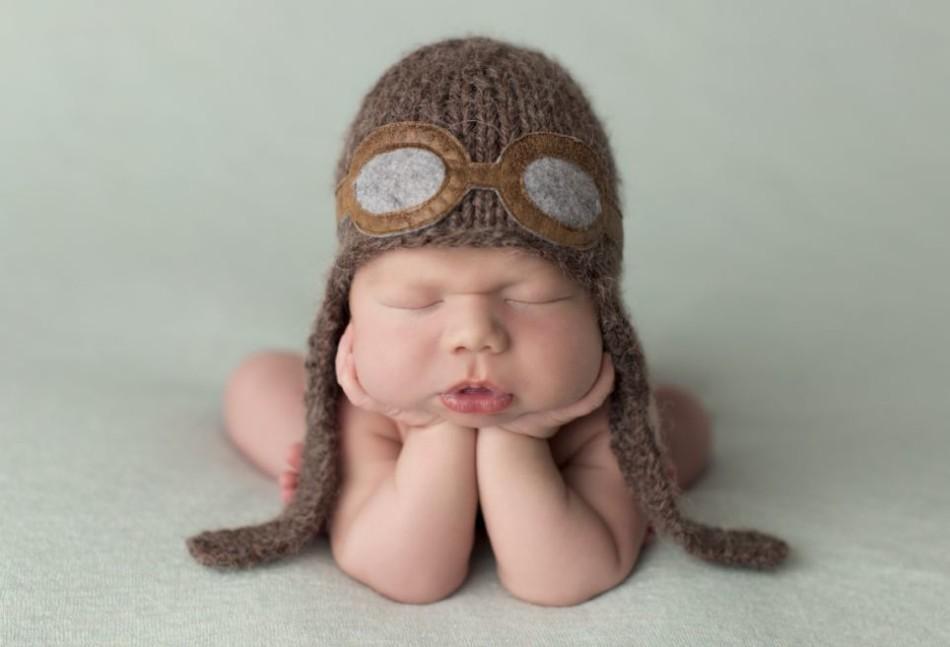 据英国《每日邮报》8月4日报道,摄影师Sandi Ford 抓拍了一组各国婴儿出生不久后在睡梦中的图片。这些婴儿刚刚来到世界,但他们已经在睡梦中展露了自己的个性。摄影师希望通过这组图片,展示最纯真的快乐。