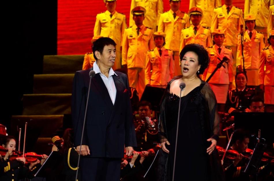 中国人民解放军总政治部歌舞团大型演唱会《名家与经典》在江西省