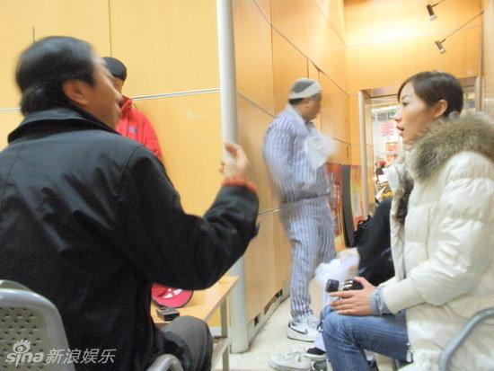 节目大厅举行,冯巩,姜昆凭借各自作品《不能让他走》《和谁说相