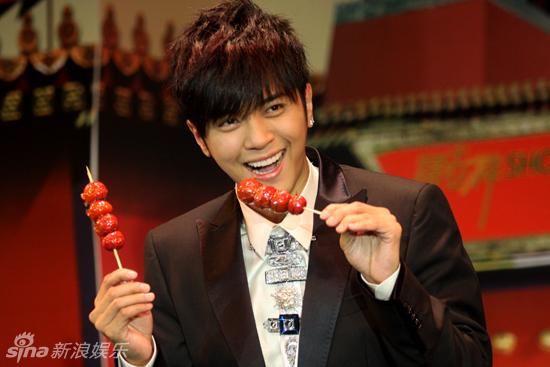 罗志祥吃糖葫芦