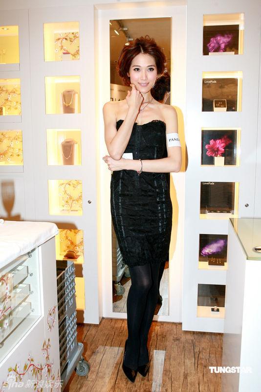 据香港媒体报道,1月25日,熊黛琳(lynn),陈见飞和林莉在香港出席某品牌图片