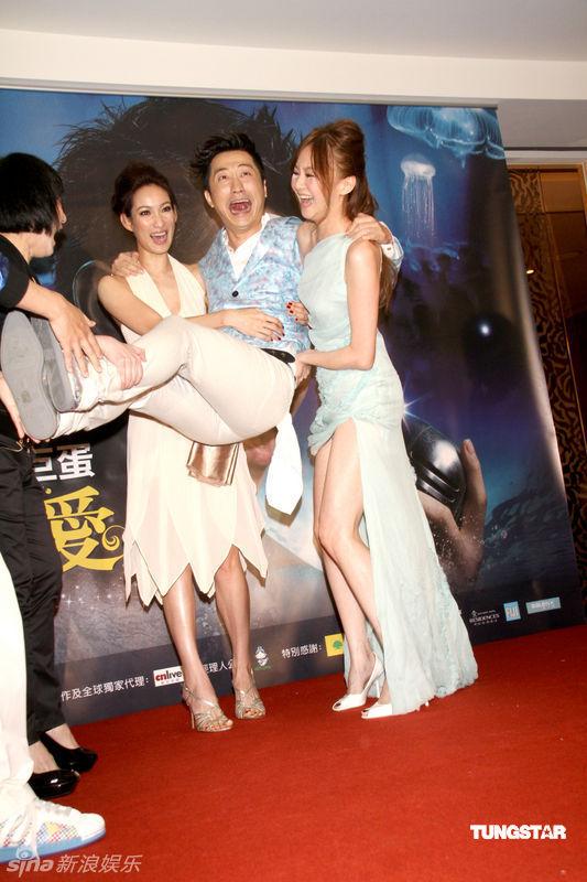 庾澄庆被美女们抱起