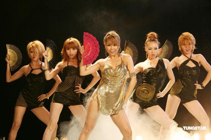 歌手王蓉素颜照片