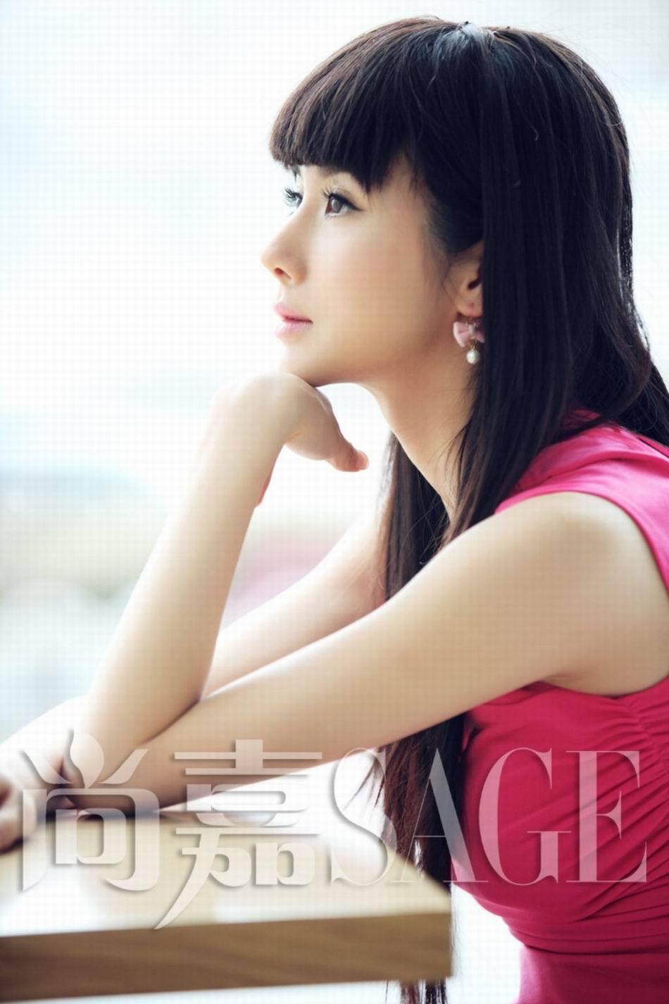 组图 孙菲菲写真变时尚丽人 造型精致优雅大气