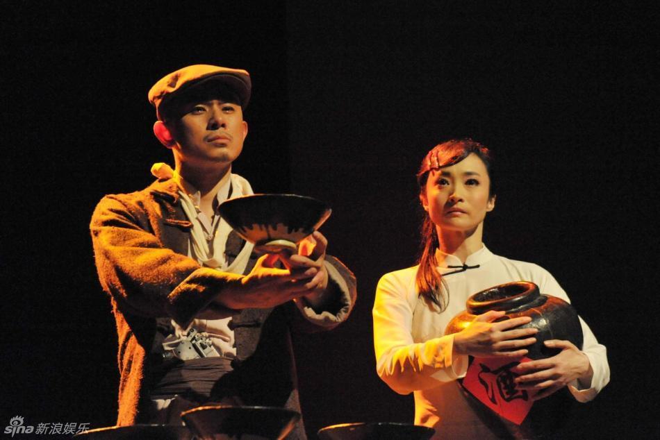总政歌舞团青年舞蹈演员,专业基本功扎实,技术技巧全面,表演细腻