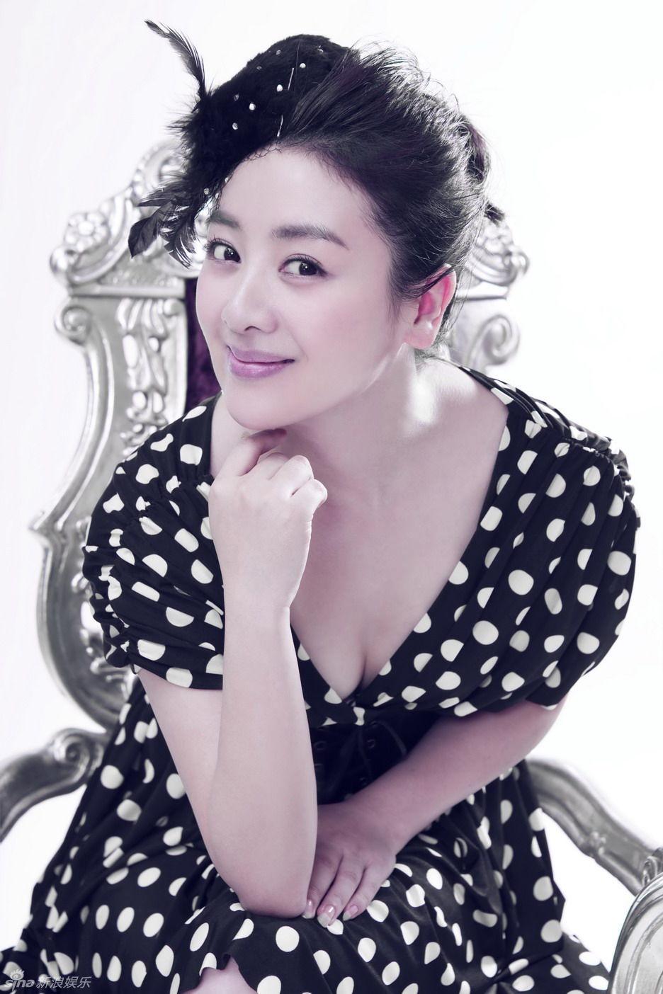 小李琳拍写真 显成熟优雅女人味