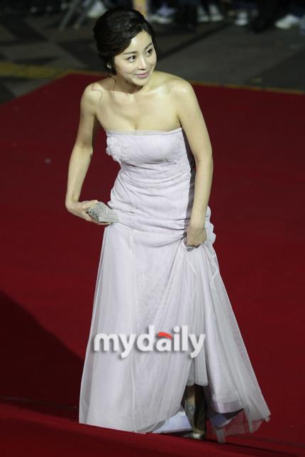 《大叔》韩国电影大奖颁奖礼席卷7项大奖