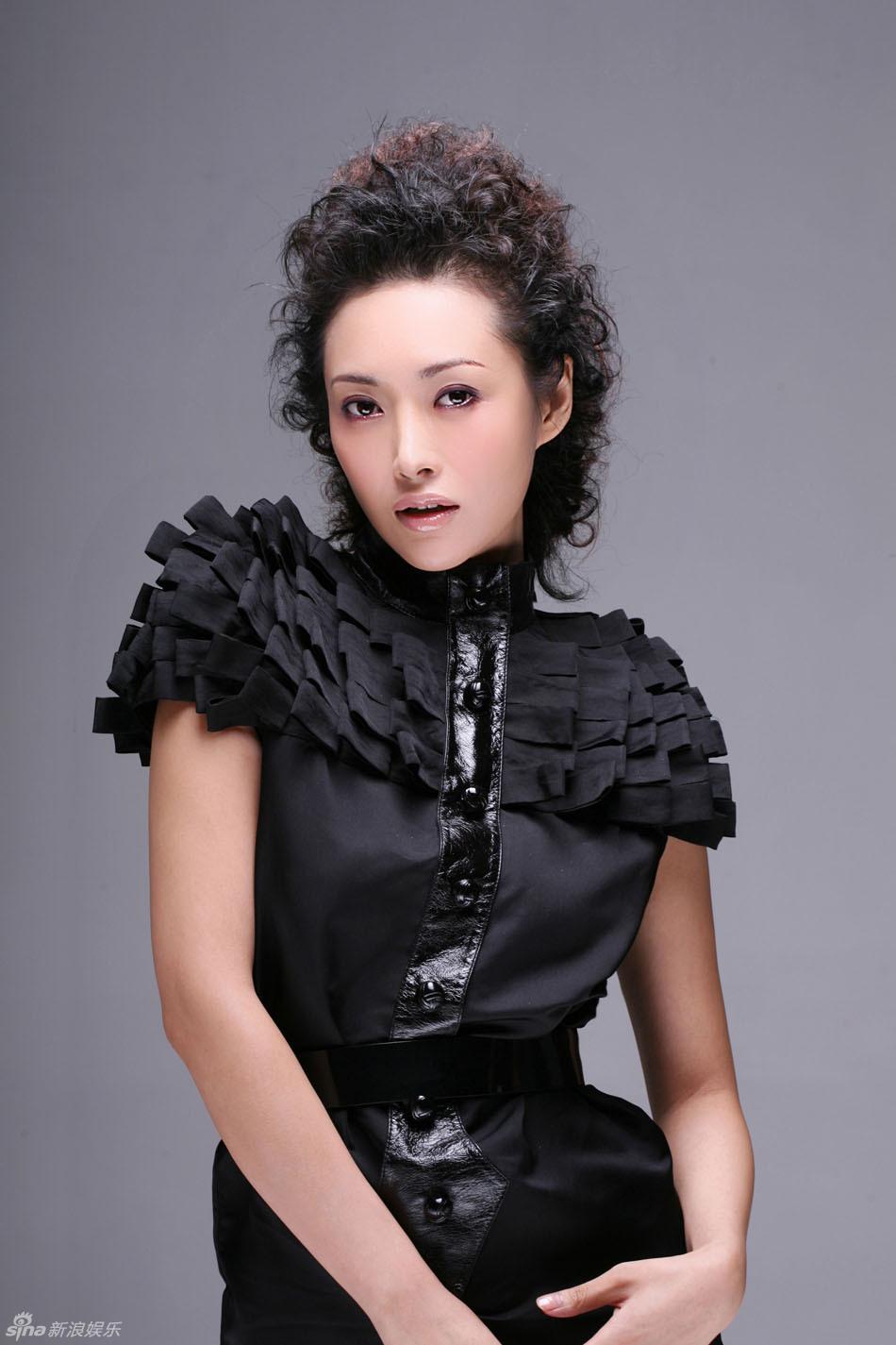 翡翠女王郭金诱惑写真 超短制服很有料