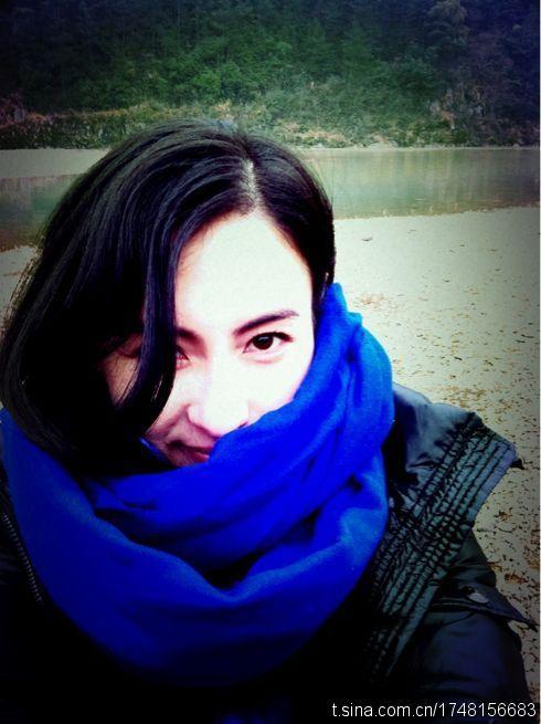 新浪娱乐讯 张柏芝在自己助理的微博上多次上传可爱自拍照,卖萌可爱