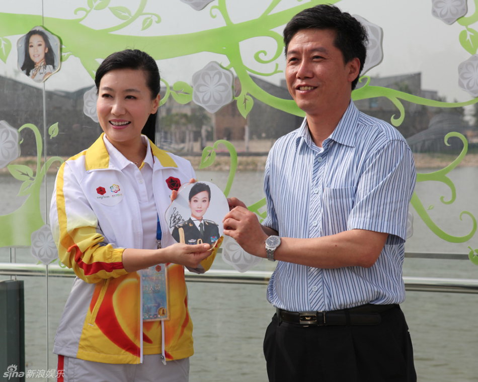 高清组图:谭晶任世园会志愿者宣传大使