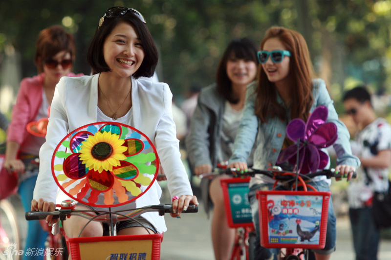 组图:杭州快女11强化身美少女骑士 演绎无敌青