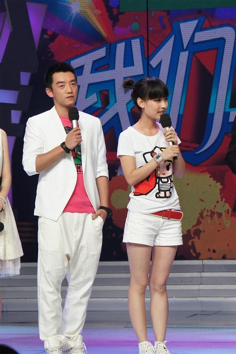 新浪娱乐讯 郑恺做客《快乐大本营》同谢娜拼吃相.何炅透露对其新剧