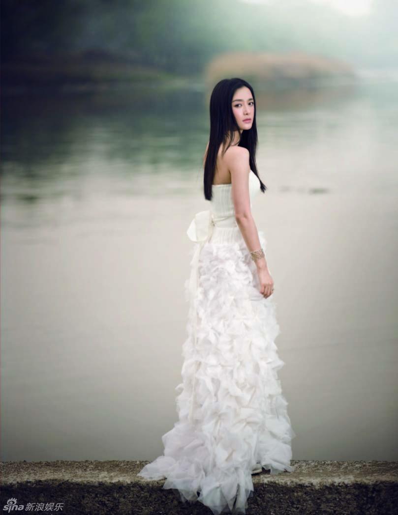 组图 秦岚登杂志封面 优雅白天鹅展露纯美之姿图片