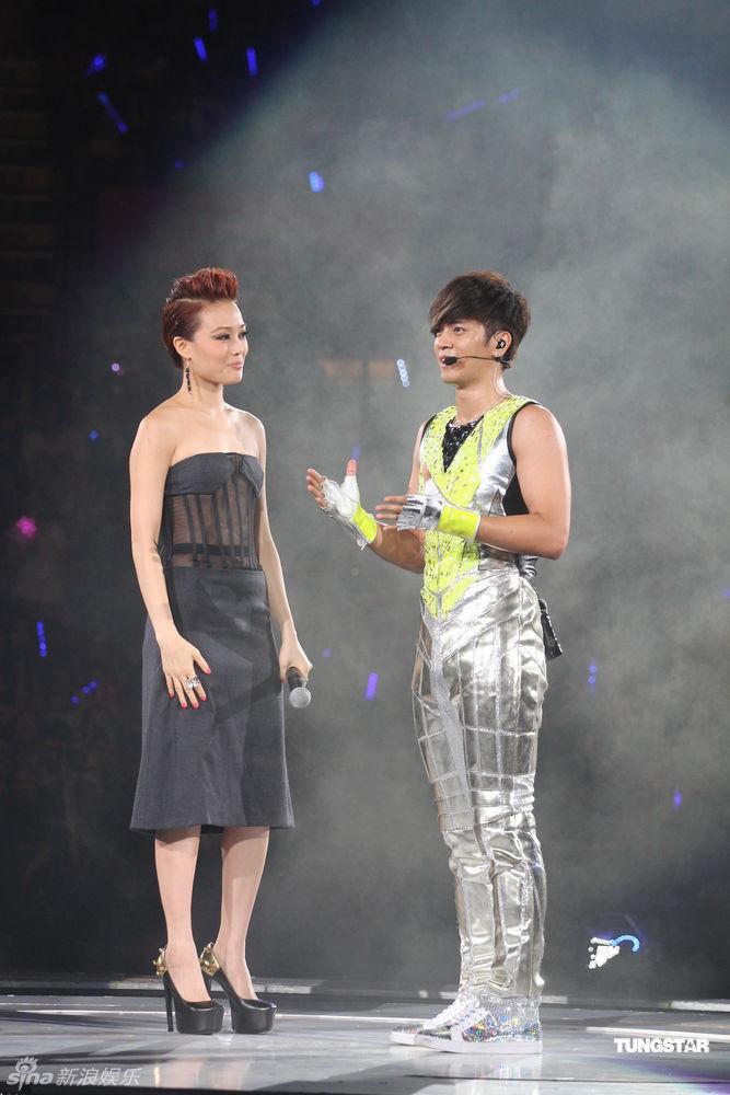 7月10日,罗志祥演唱会在港举行.罗志祥劲歌热舞high翻全场,而