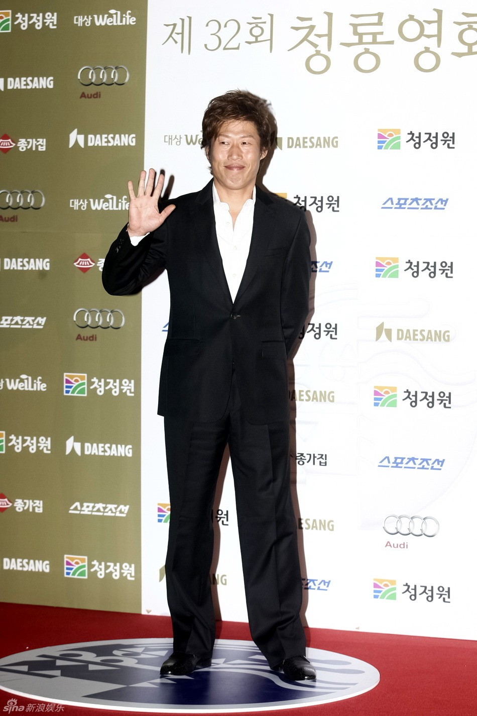 5日,第32届韩国青龙电影奖颁奖典礼在首尔举行.金慧秀、李范秀